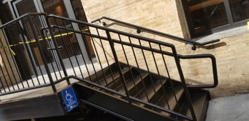 closed-tread-diamond-plate-metal-steps