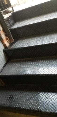 closed tread diamond plate steps